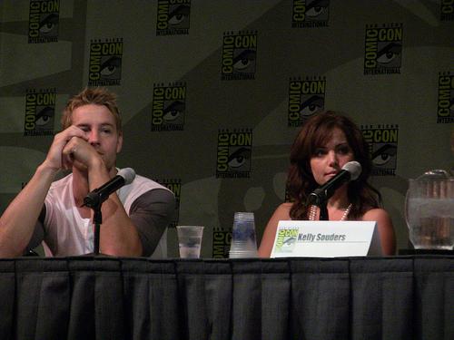 Justin Hartley, Erica Durance